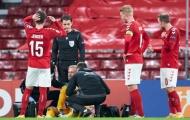 Nỗi khiếp đảm Cech tái hiện, Kasper Schmeichel gục xuống sân đáng sợ
