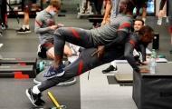 NHM tá hỏa khi chứng kiến 'đôi chân pha lê' chơi dại trong khu tập luyện Liverpool