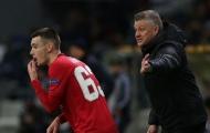 """""""Scholes 2.0"""" của M.U mất hút dù chơi cho đội hạng hai"""