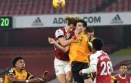 Pha va chạm kinh hoàng của David Luiz với Raul Jimenez