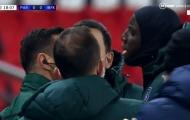 Bị phân biệt chủng tộc, cựu sao Chelsea 'bốc hỏa' nói lời phản pháo khiến trọng tài cứng họng