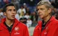 """Van Persie tiết lộ từng yêu cầu Arsene Wenger chiêu mộ hậu vệ """"sát thủ"""""""