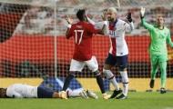 Top 10 'bad boy' vòng bảng Champions League: Hung thần Fred, Balotelli đệ nhị và cú sốc số 1