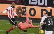 Dự bị và nhìn Henderson phạm sai lầm, De Gea phản ứng gây hoang mang