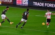 Ole-ball trở lại: Pogba xoay compa, Fernandes đánh gót, M.U ghi bàn cực mượt mà