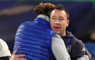 Trở lại Stamford Bridge, John Terry hành động thân thiết với Tammy Abraham