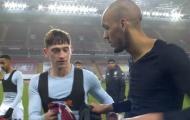 Vừa đổi áo với Fabinho, sao phá lưới Liverpool đã xin lại