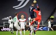Ronaldo khiến cầu thủ đối phương há hốc mồm vì 1 khoảnh khắc thiên tài