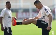 Ronaldo cười tươi, cả đội Juve cật lực trên sân tập