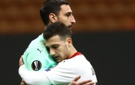 CHOÁNG! 'Người thừa' Man Utd tấu hài, AC Milan suýt đối mặt với bi kịch