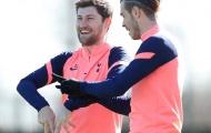 Bale chỉ bài đồng hương, Alli đội đầu vờn bóng chờ Mourinho cho ra sân