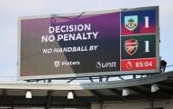 NHM Arsenal 'đá xoáy' Man Utd sau khi bị VAR cướp penalty