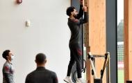 Mohamed Salah 'luyện' cơ vai, đợi ngày tái đấu Sergio Ramos