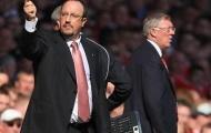 Tấm thẻ vàng khơi mào cuộc khẩu chiến dai dẳng giữa Sir Alex và Benitez