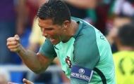 6 lần Ronaldo nổi điên: Từ ném micro đến nằm sân gào khóc