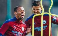 Aguero khẽ cười, Jesus khoái trá trên sân tập Man City