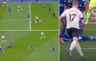 'Ma thuật kiến tạo' của De Bruyne khiến cặp trung vệ Leicester ngã sõng soài