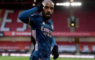 Sao Arsenal hành động gây choáng trước cầu thủ Slavia Prague