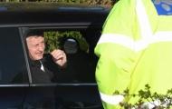 CĐV 'náo loạn' Carrington, Ole cùng dàn sao Man Utd bị 'vạ lây'