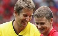 Solskjaer nói gì về khả năng tái ngộ Van der Sar?