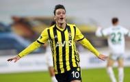 CHOÁNG! Arsenal 'cắn răng chịu đựng' trả 90% lương cho Mesut Ozil