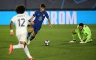 'Không 1 cầu thủ Real nào đứng gần cậu ta trong khoảng cách 10m'