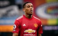 Carragher khuyên Man Utd tống khứ 'tàn dư' Van Gaal