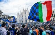 CĐV Inter Milan đổ ra đường ăn mừng chức vô địch lịch sử