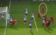 Fan Liverpool nổi giận vì 1 cầu thủ không ăn mừng bàn thắng của Alisson