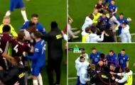 SỐC! 'Kẻ làm nhục' Chelsea bị Thiago Silva và Azpilicueta 'xử đẹp'