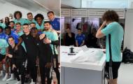Sao Arsenal đăng video chia tay các đồng đội nghẹn ngào trong phòng thay đồ