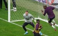 Người rất đặc biệt xuất hiện, Van de Beek khiến Pogba 'hốt hoảng'