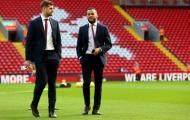 Arsenal để vuột mất 'cơn lốc đường biên' về tay Leicester