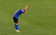 'Sát thủ' Ý cúi đầu chắp tay sau khi hỏng ăn một loạt cơ hội
