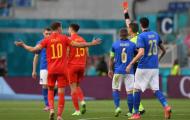 Nhận thẻ đỏ trực tiếp, sao mai Chelsea đi vào lịch sử EURO