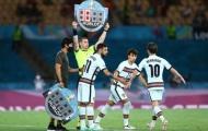 CĐV Man Utd vui mừng vì Bồ Đào Nha bị loại