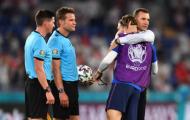 Shevchenko có hành động bất ngờ với Grealish sau trận đấu