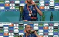 Bonucci công khai khác phe Ronaldo