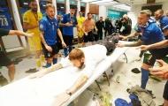 De Rossi ăn mừng máu lửa trong phòng thay đồ tuyển Ý