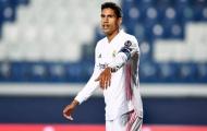 Tại sao Real Madrid để M.U đi cửa sau với Raphael Varane?