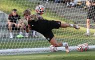 Man Utd tập hăng say, xuất hiện cạ cứng với De Gea, Henderson