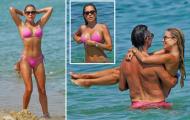 Cựu WAGs nổi tiếng tạo dáng sexy bên bãi biển