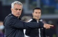 Roma thắng trận, Mourinho tranh thủ đá xoáy Lazio