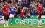 Gary Neville chỉ trích thái độ của CR7 và Bruno ở Man Utd