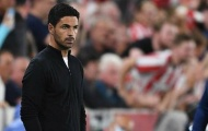 Arsenal bị chỉ trích vì không mua tiền đạo của Chelsea