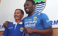 Michael Essien đang đá 'chui' ở Indonesia
