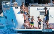 Fabregas và bạn gái nghỉ mát với gia đình Messi, Suarez