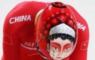 Đội tuyển đạp xe Trung Quốc gây sốt với mũ bảo hiểm mặt người