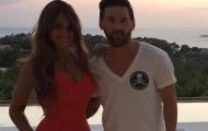 Messi và bà xã mắc kẹt trong vòng vây của người hâm mộ