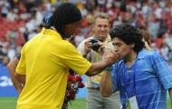 Maradona: 'Ronaldinho không phải là kẻ phạm tội'
